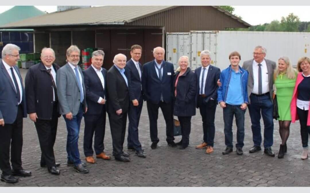 """MIT KV Nienburg und Diepholz – """"Spargel satt!"""" mit Dr. Carsten Linnemann MdB auf Spargelhof Thiermann"""