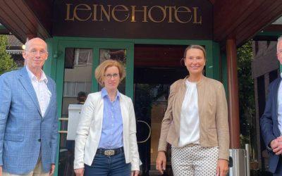 MIT besucht gemeinsam mit Christine Karasch Unternehmen in Pattensen